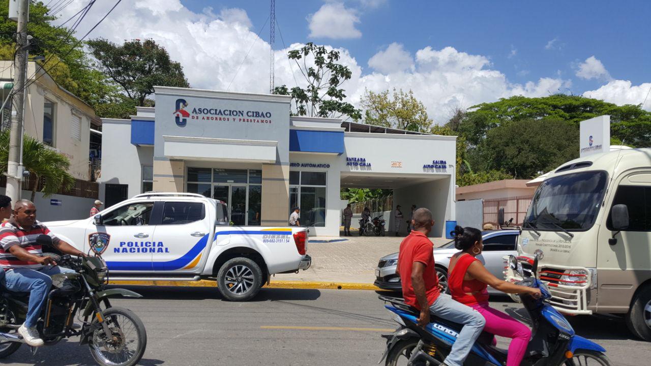 Investigan asalto sucursal Asociación Cibao