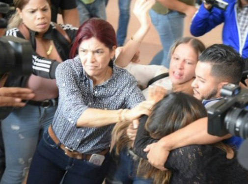 Se entrega mujer acusada de agredir a periodista Deyanira López