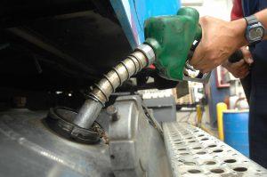Bajan RD$4.00 y 5.00 pesos gasolinas y gasoil
