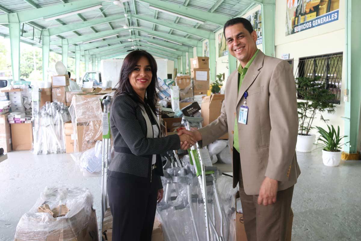 Intrant entrega aditamentos médicos a Salud Pública