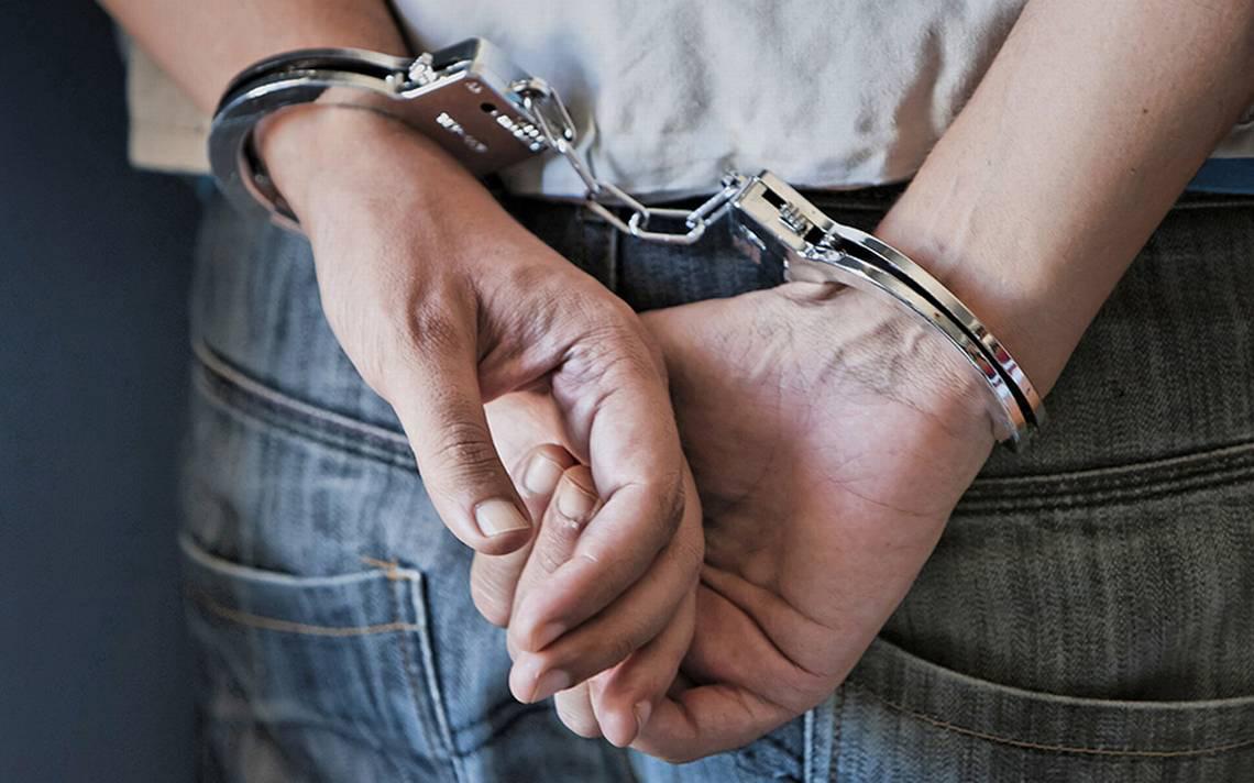 Se entrega profesor acusado de agresión sexual contra menor