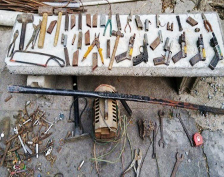 Desmantelan fábrica chagones y apresan haitiano