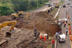 Siguen los trabajos en hundimiento tramo autopista Duarte